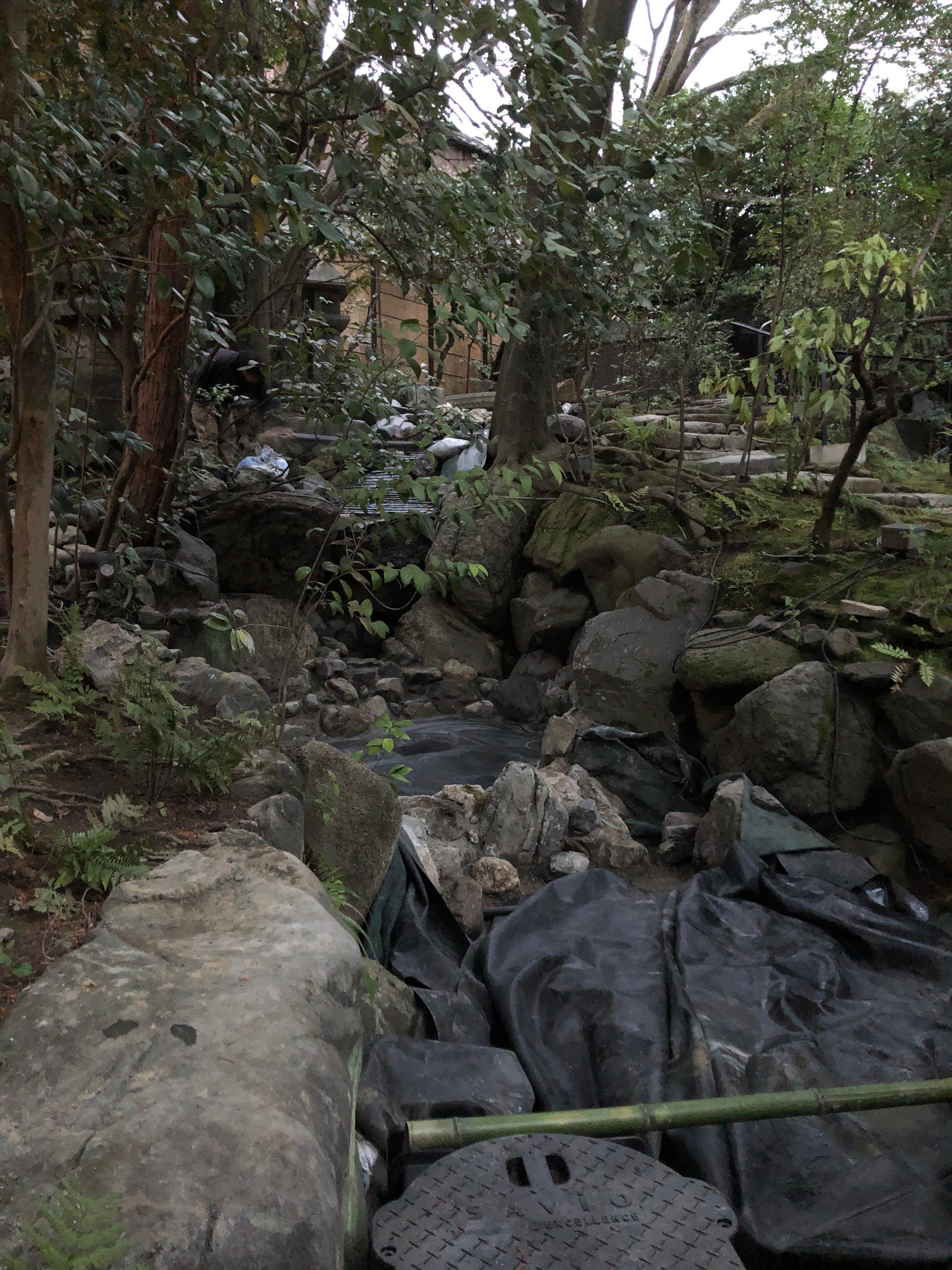 滝 流れ 景石 石張り
