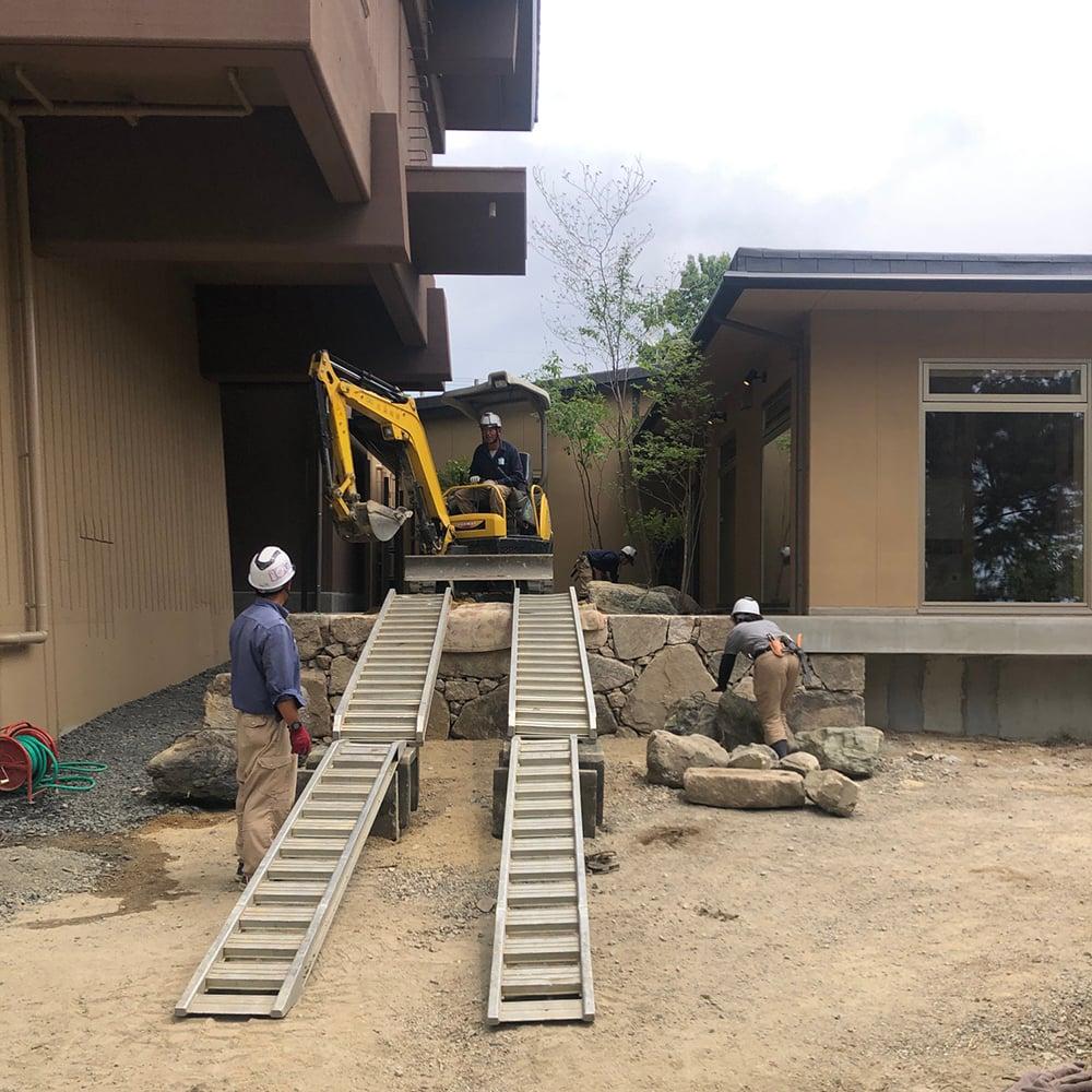 お庭づくり 旅館 庭石 石積み