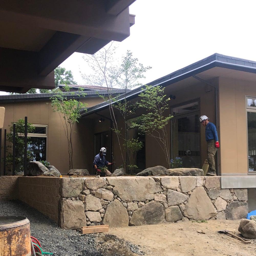 お庭づくり 旅館 庭石  石積み 穴太積み